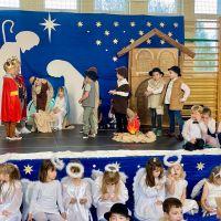 """ZS Stanin - """"Do Betlejem"""" to tytuł inscenizacji, którą uczniowie klas 0A i 0B wystawili  21 grudnia 2020r."""