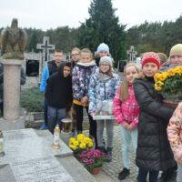 Zespół Szkół w Staninie - Porządkowanie grobów