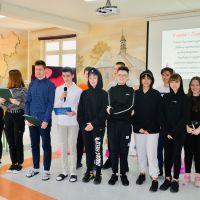 Zespół Szkół w Staninie - 8 marca SU wraz z klasą 8A