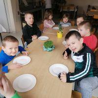 Zespół Szkół w Staninie - Dodatki do śniadania prosto z własnego ogródka